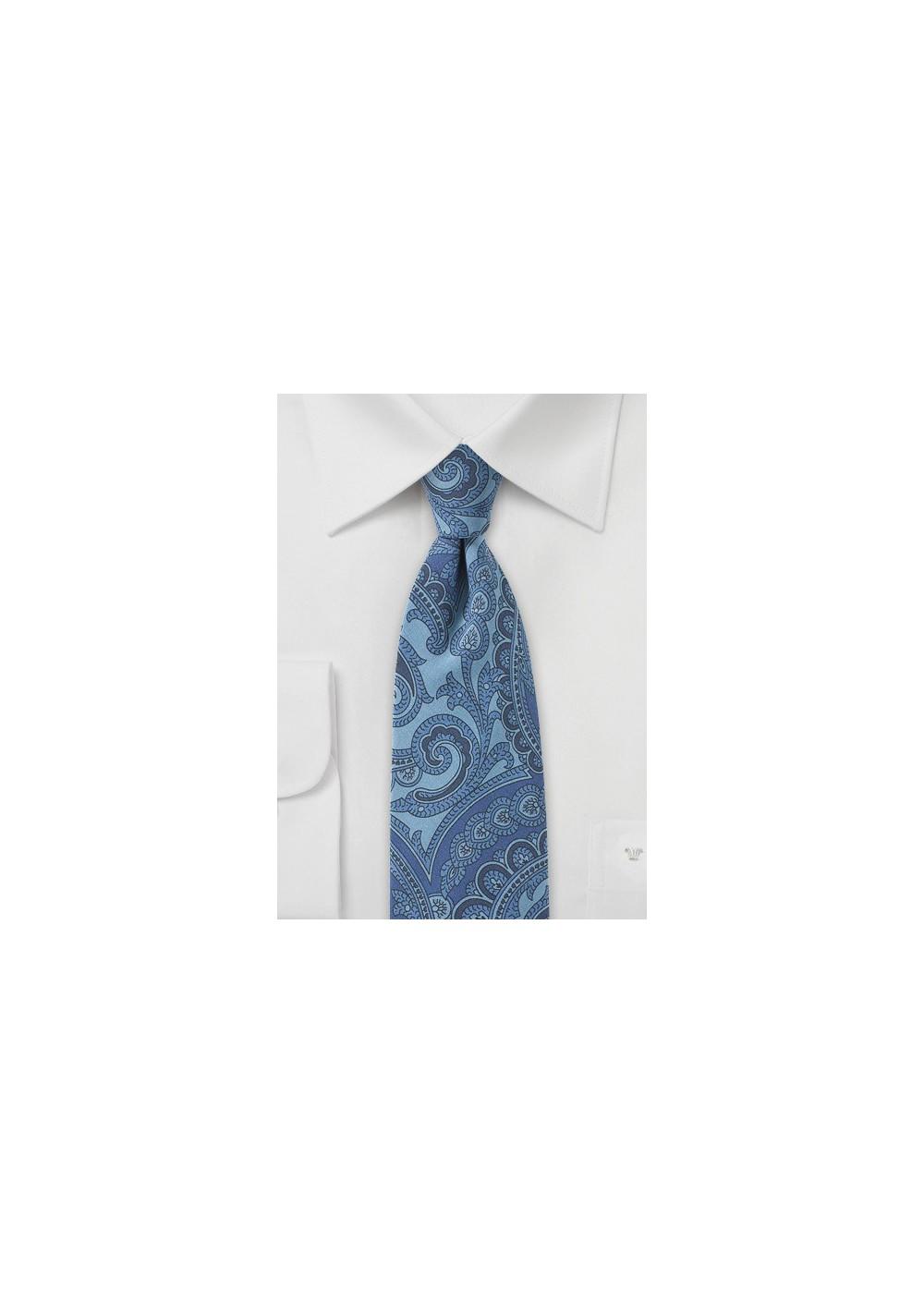 Paisley Silk Tie in Blue Jeans Look