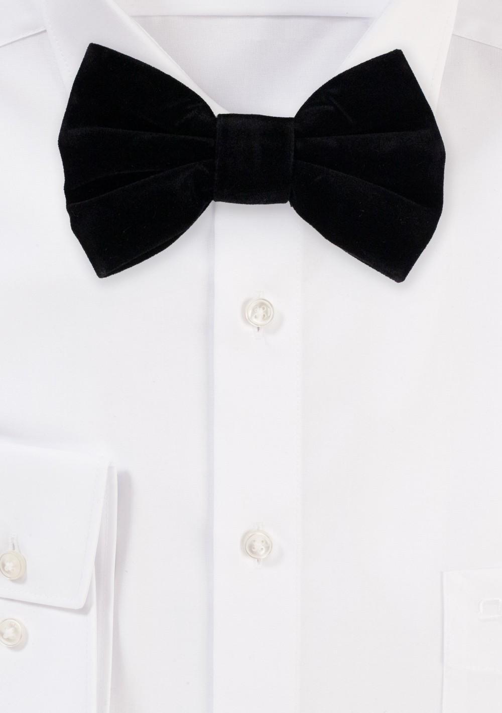Large Butterfly Velvet Bow Tie in Black