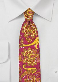Trendy Carnaval Paisley Tie in Pink and Gold